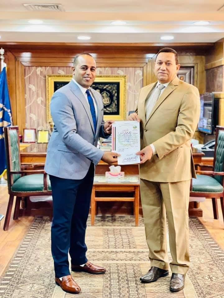 مجلس إدارة الخبر الفورى يتقدم بالتهنئة إلى الرائد أحمد صقر لتكريمه من مساعد وزير الداخليه