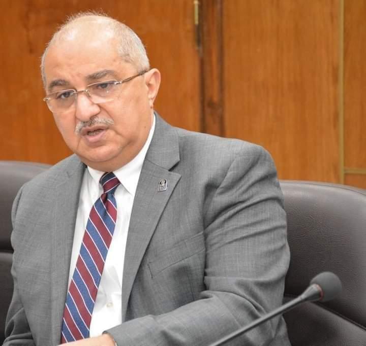 رئيس جامعة أسيوط يعلن زيادة حالات مرضى الكورونا بمستشفيات أسيوط الجامعية  إلى 48 مصاب