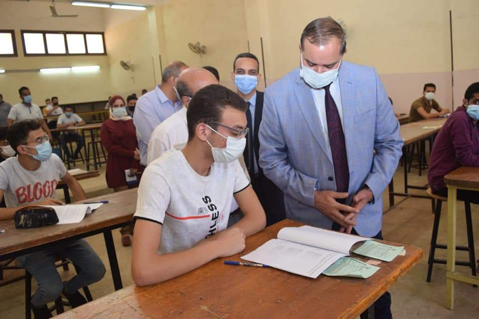 ٢٧٠٣ طالب بجامعة سوهاج يواصلون امتحانات نهاية العام بكليتي الهندسة وتكنولوجيا التعليم