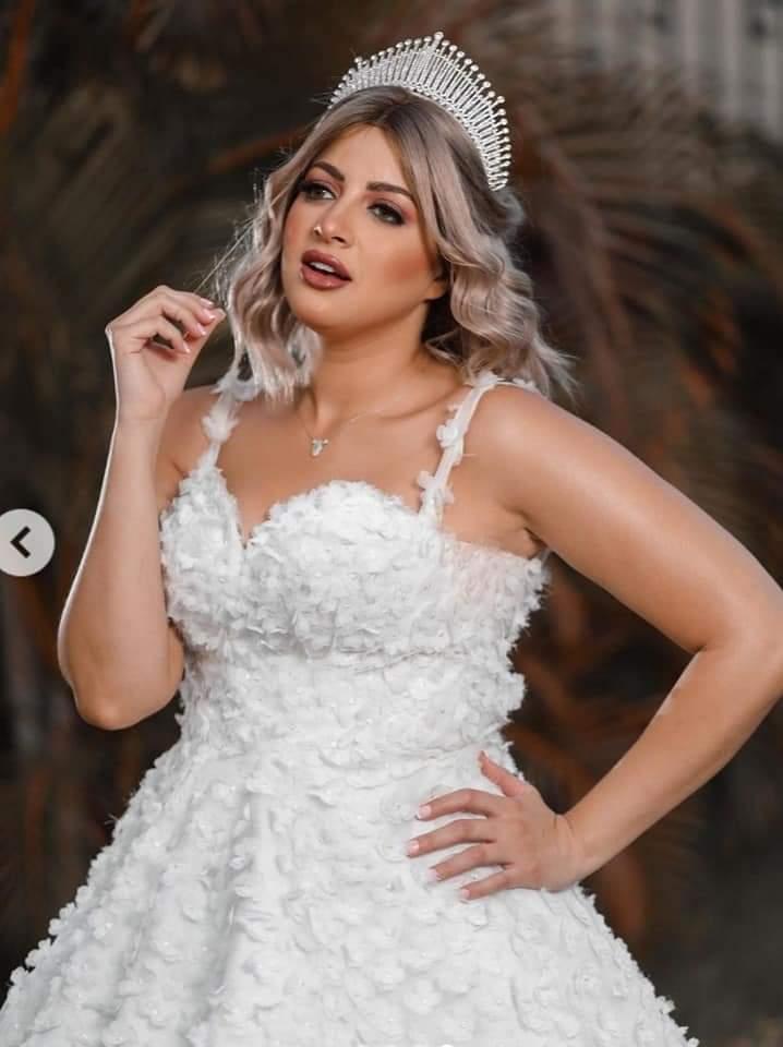 ادعولي اتجوز قريب ٠٠ منى فاروق تتألق  فى أحدث جلسة تصوير بفستان زفاف