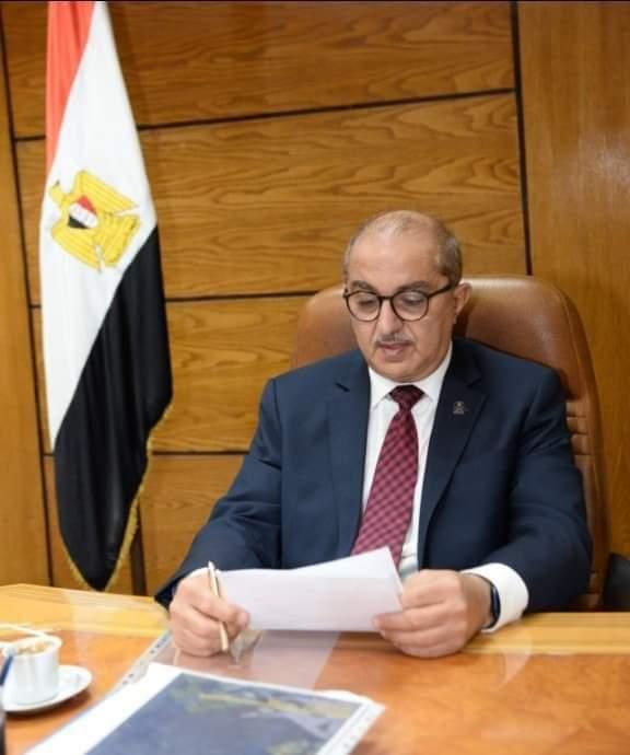 رئيس جامعة أسيوط يصدر قراراً بوقف القرار السابق بتخفيض العماله عوده الجميع بدايه اكتوابر