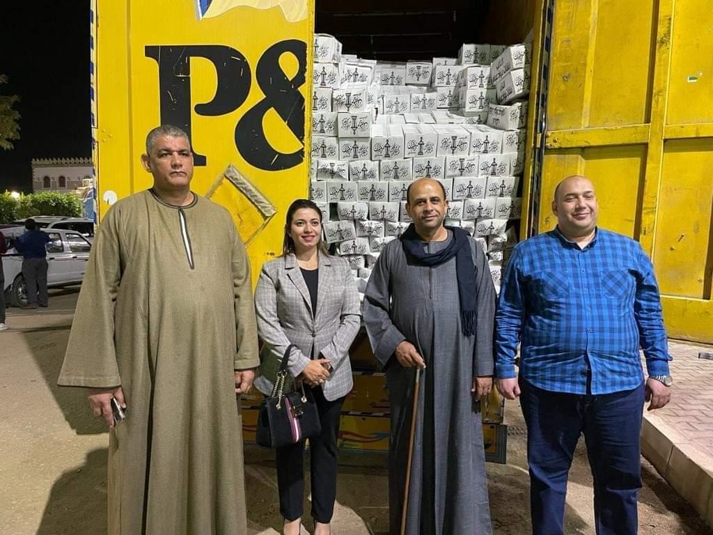بسوهاج أمانة الشعب الجمهورى تشارك المواطنين فرحتهم بقدوم رمضان بعدد من قوافل المواد الغذائية