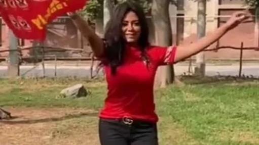 العاشرة يا أهلي ٠٠  رانيا يوسف تحتفل بفوز القلعة الحمراء على الترجي في دورى أبطال أفريقيا