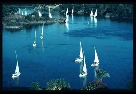 نهر النيل هو هبة من الله ووقف إلاهى يمنح هبة الحياة للعديد من الدول وسيظل بمصر إلى أبد الأبدين