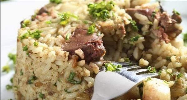 طريقة عمل الأرز بالكبد والقوانص بأقل تكاليف ومكونات