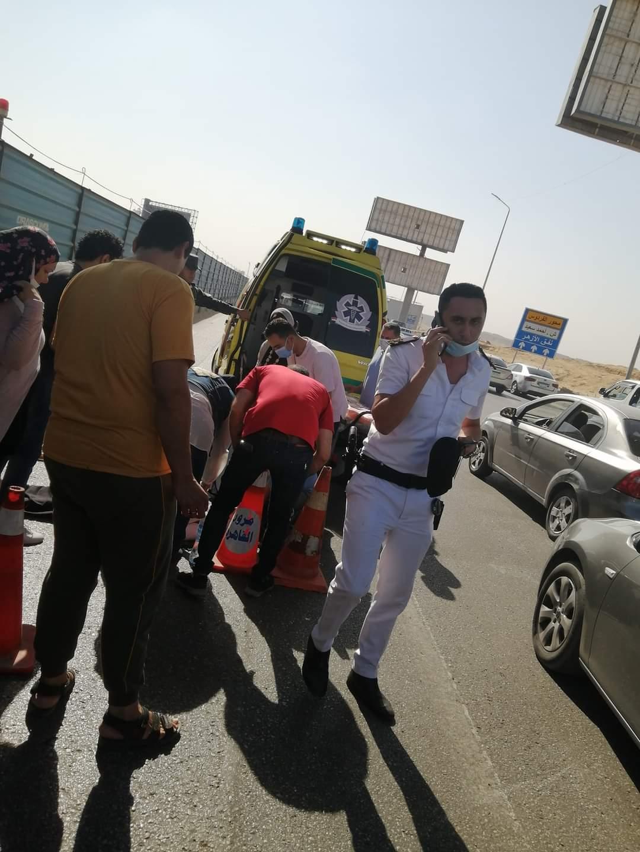 حادث مرورى بمحور المشير يؤدى إلى إصابة سيدة ورجل وسيارات الإسعاف تنقلهم إلى مستشفى دار البنك الأهلى