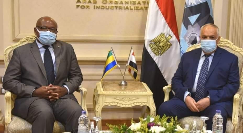 مباحثات بين رئيس العربية للتصنيع وسفير الجابون بالقاهرة لتعزيز التعاون المشترك