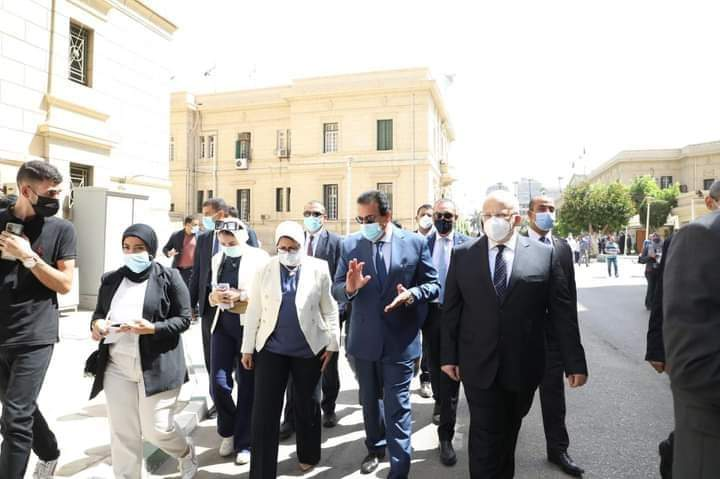 وزيرا الصحة والتعليم العالي يتفقدان نقاط تطعيم الطلاب والعاملين بلقاح فيروس كورونا بجامعة القاهرة