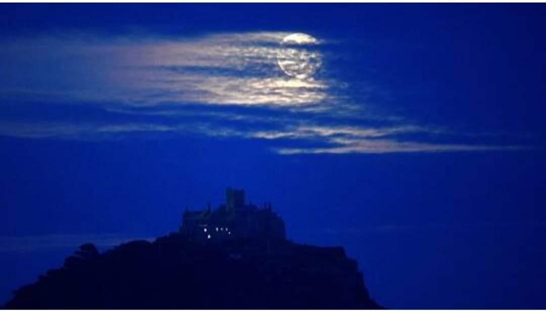 قريبا ظهور القمر الأزرق النادر في سماء الليل.