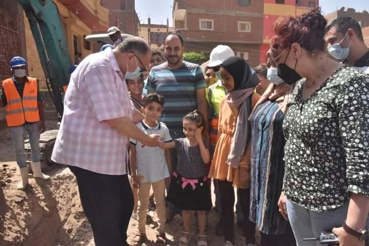 محافظ أسيوط يتفقد اعمال تنفيذ مشروع توسعات شبكات الصرف الصحى بقرية نزلة الملك بساحل سليم