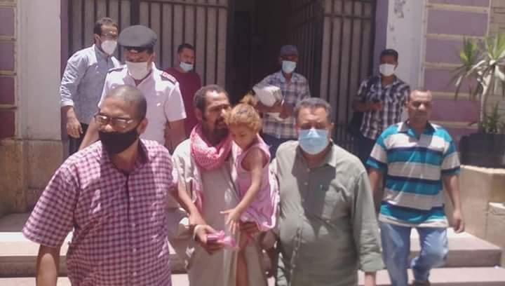 71 محضر تسول في ميادين قنا خلال حملة المحافظة للقضاء على التسول