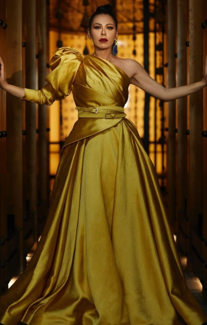 بفستان اصفر لقاء الخميسي تخطف قلوب متابعيها في أحدث جلسة تصوير