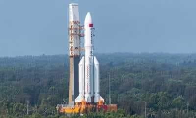 الصاروخ الصيني يحلق فوق سماء مصر لبضع دقائق.