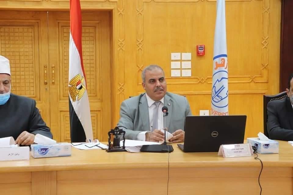 عضو مجلس جامعة الأزهر: الخبراء قرروا أن تعويم السفينة يحتاج إلى شهرين، وأبطال مصر أخذوا ستة أيام فقط