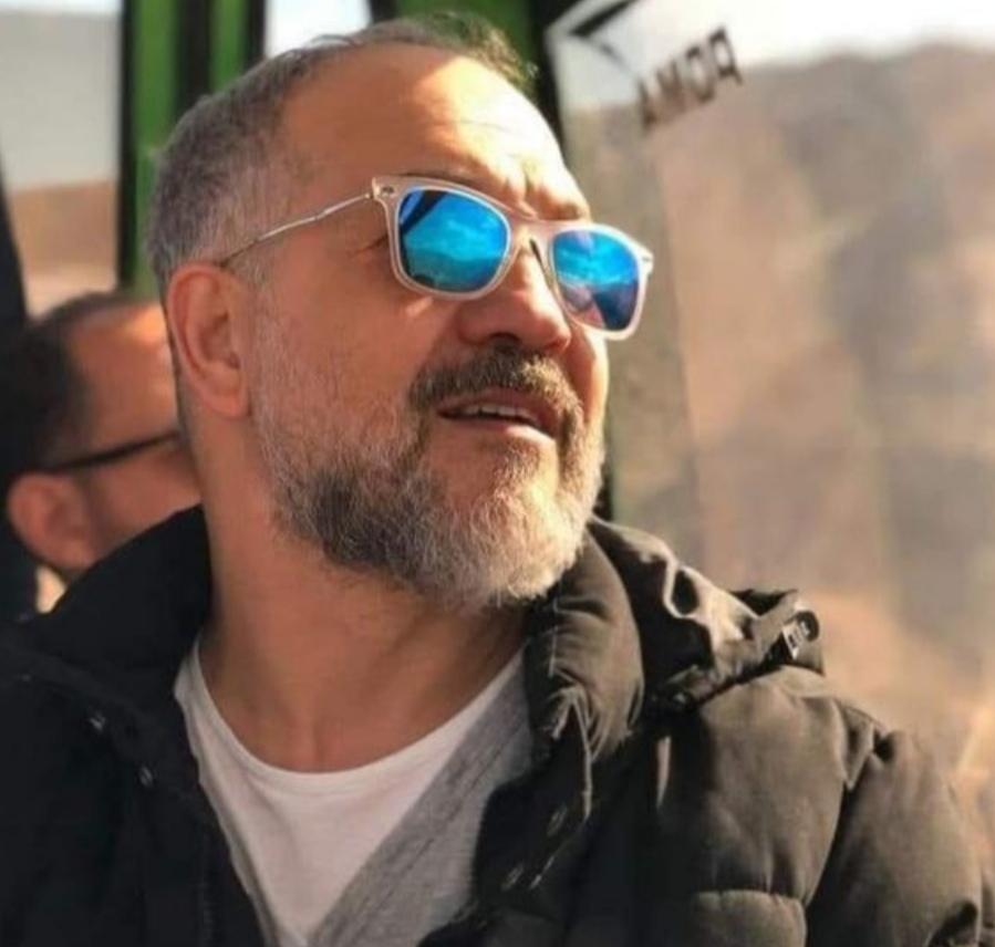 الفنان احمد مكي ناعيا المخرج الكبير أحمد المهدي