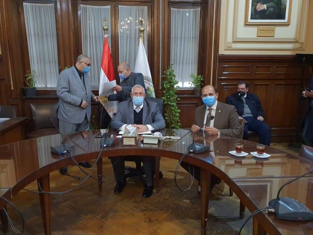 عاجل برلمانى يحصل على وعد وزير الزراعه بحل أزمة الأسمدة بشمال سوهاج